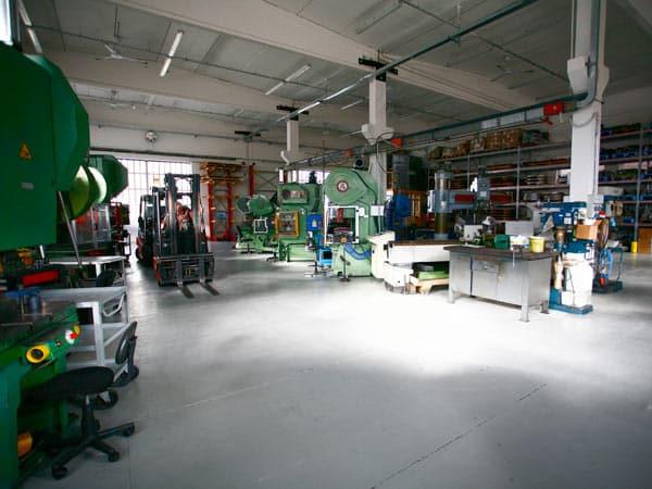 Officina-costruzione-stampi-lavorazione-lamiere-Torino